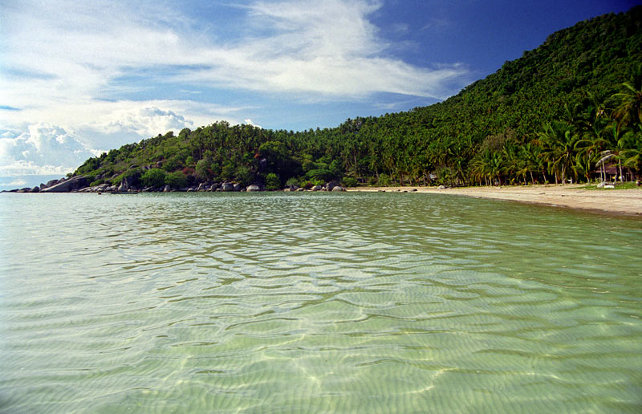 Green sands of Sairee-Beach